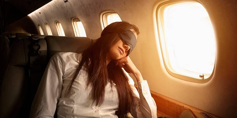 Tidur di Pesawat Bisa Nyenyak, Ini Triknya!
