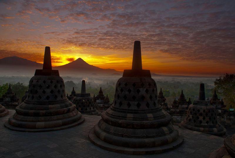 Rahasia Keindahan Tersembunyi Sunrise & Sunset di Borobudur