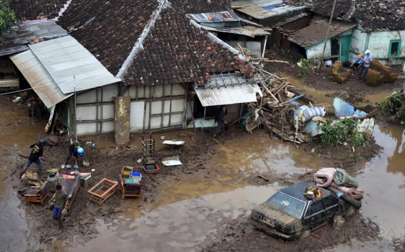 Waspadai Penyakit Kencing Tikus Pasca Banjir Bandang di Garut