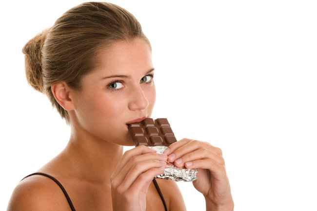 Benarkah Makan Cokelat Bisa Memicu Sariawan?