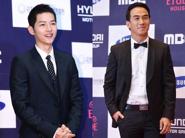 Song Joong Ki dan Joe Taslim Menawan di APAN Star Awards 2016. (Foto: Twitter)