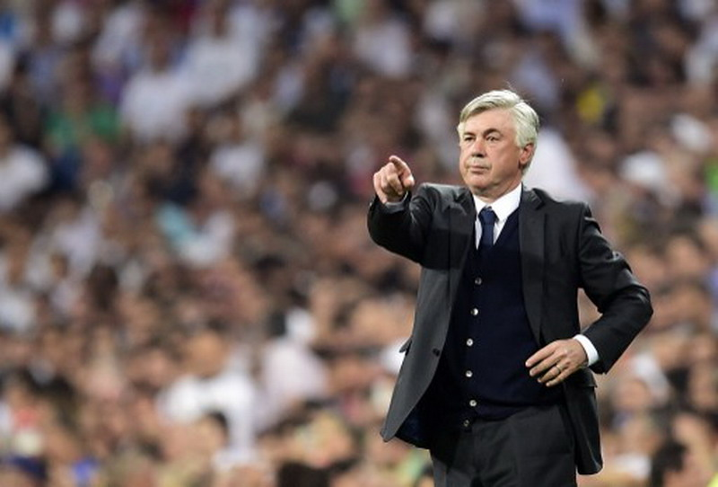 Ancelotti pilih tendang kursi ketimbang marahi pemain. (Foto: AFP/Gerard Julien)