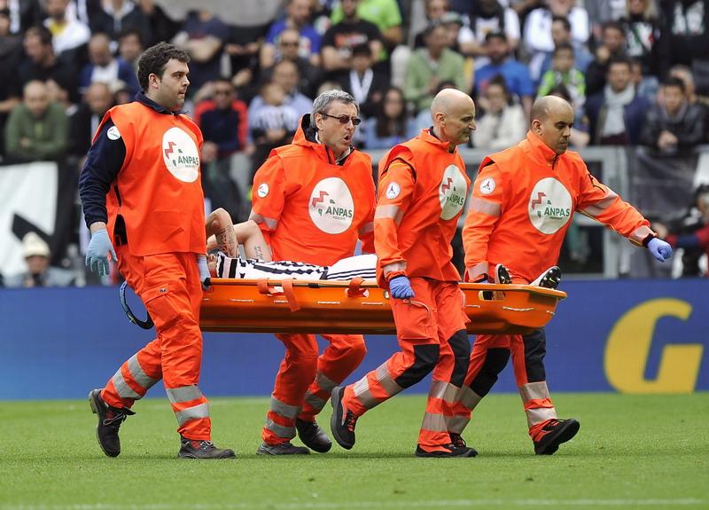 Marchisio saat mengalami cedera. (Foto: REUTERS/Giorgio Perottino)