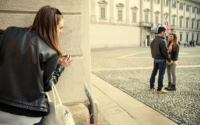 Ponsel Bisa Jadi Kunci Buka Kedok Perselingkuhan Pasangan