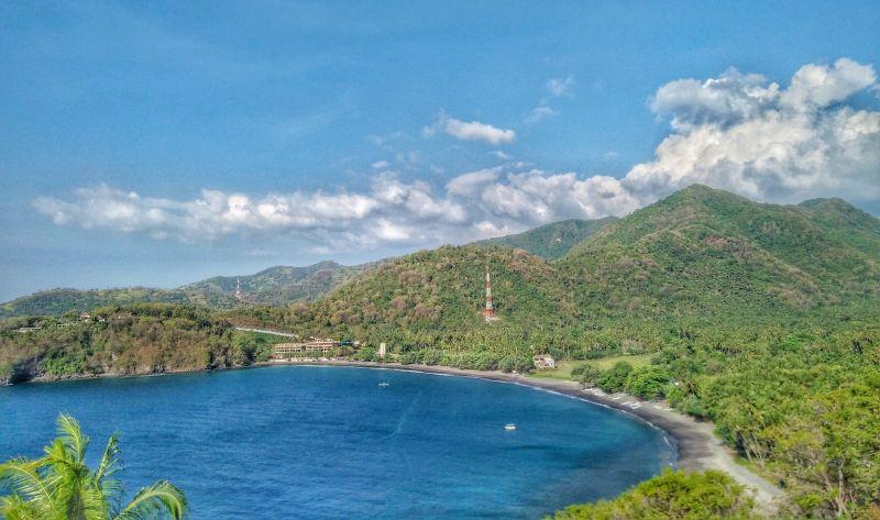 Menikmati Matahari Terbenam di Pantai Nipuh Lombok Utara