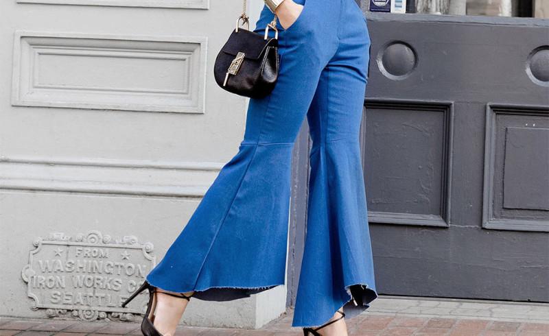 TOP FASHION: Flare Jeans, si Lebar yang Stylish Ini Lagi Naik Daun!