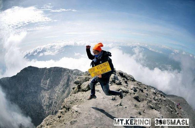 EKSPEDISI KERINCI: Beragam Ekspresi Kebahagiaan Pendaki di Puncak Gunung Kerinci