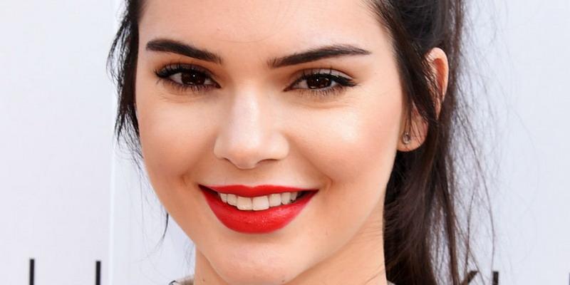 Tanpa Bra, Kendall Jenner Mengaku Tak Risih