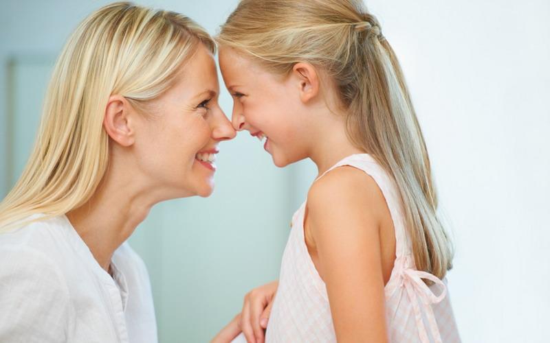 TOP FAMILY: Moms, Kuasai Jurus Memuji Anak agar Lebih Percaya Diri