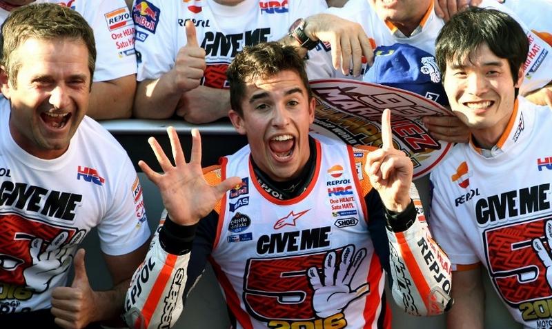 Marc Marquez (tengah) (Foto: AFP)