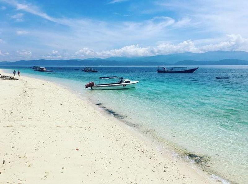 Indahnya Pemandangan Pantai Tanjung Karang di Donggala