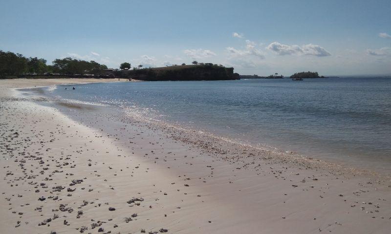 Jalanan Terjal Menuju Keindahan Pantai Pink di Lombok