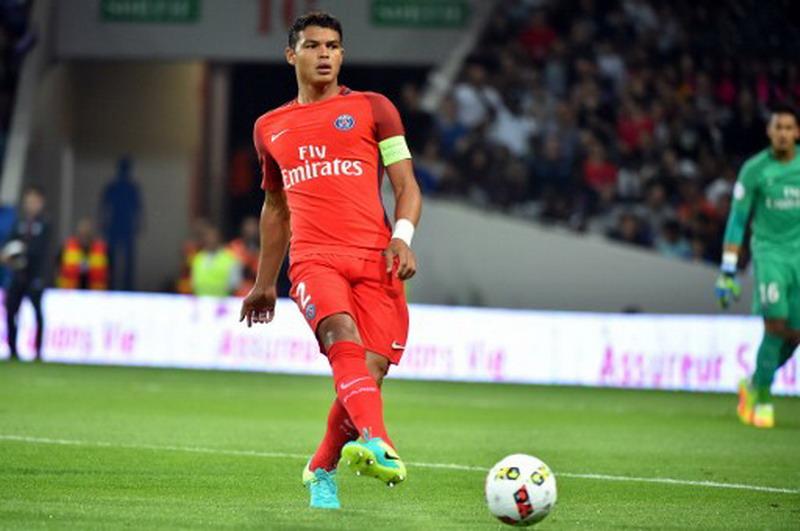 Thiago Silva diburu Juventus. (Foto: AFP/Remy Gabalda)