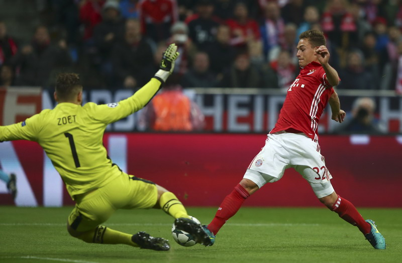 Kimmich tampil oke bareng Bayern Munich. (Foto: REUTERS/Michael Dalder)