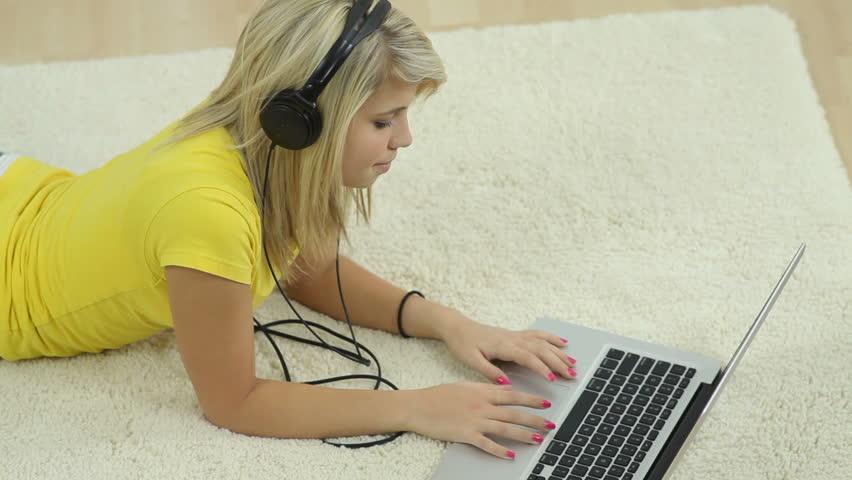 Beli Pulsa Kapan Saja, Internetan Jalan Terus