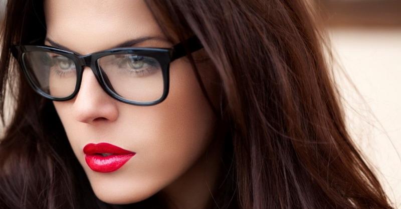 Begini Cara Pakai Kacamata agar Tidak Terlihat Tua