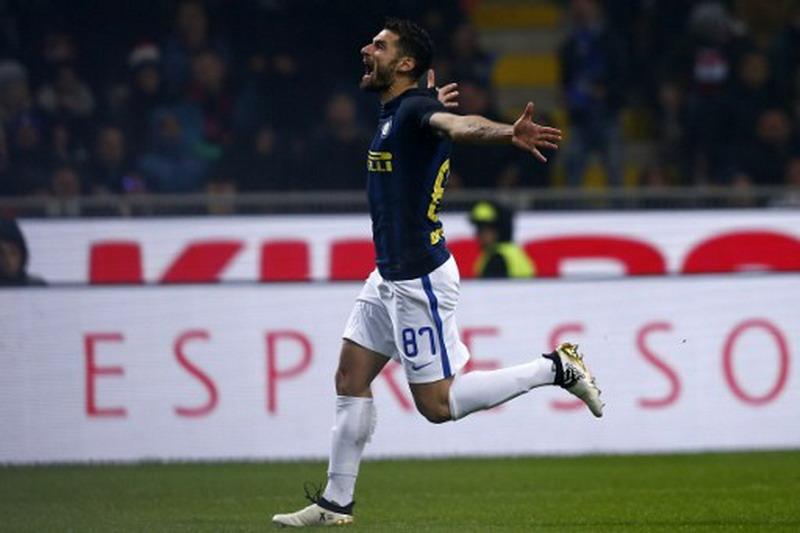 Candreva sebut Inter layak kalahkan Milan. (Foto: AFP/Marco Bertorello)