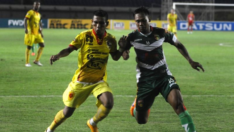 Sriwijaya FC (kiri) (Foto: Novrian Arbi/Antara)