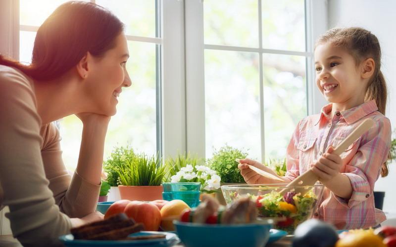 Moms, Jangan Lupa Bercerita ke Anak Minimal 10 Menit per Hari