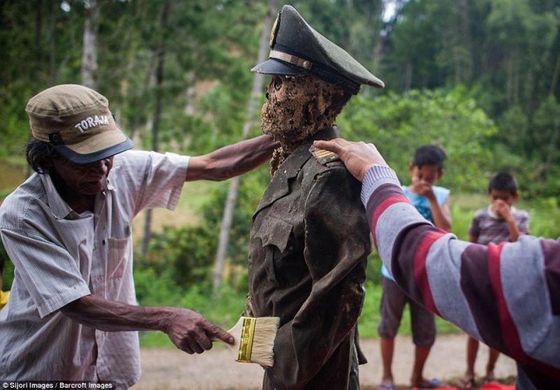 TOP TRAVEL: Begini Gambaran Ritual Mendandani Mayat Leluhur Toraja