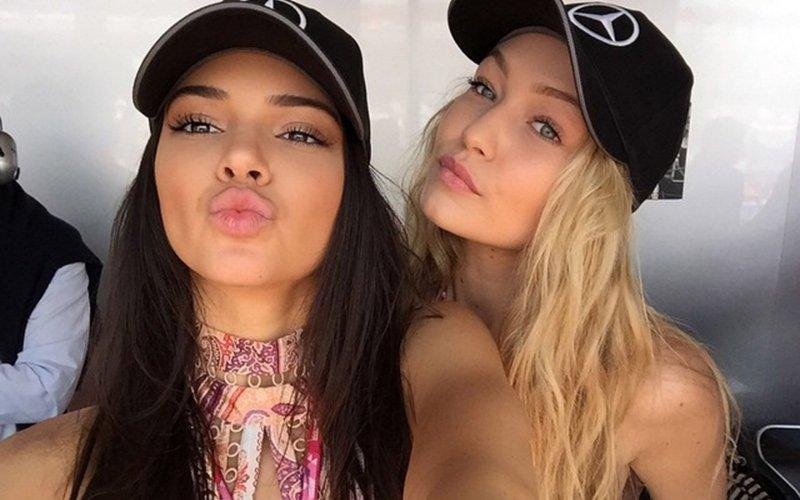 Shopping Date, Kendall Jenner-Gigi Hadid Kompak Nge-Jeans Putih