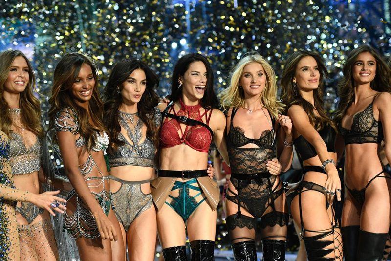Rahasia Rambut Seksi Para Model Victoria's Secret saat Fashion Show