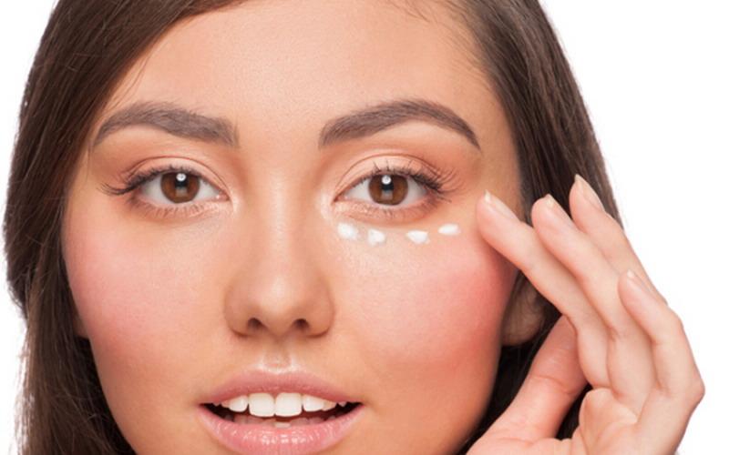 Wajah Terlihat 5 Tahun Lebih Muda dengan Eye Cream Ini