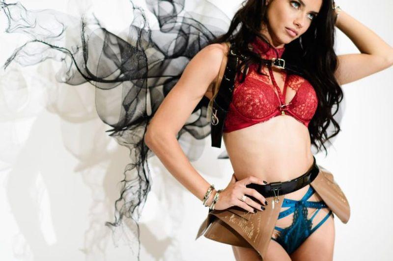 Kebiasaan Unik Adriana Lima Sebelum Pentas di Victoria Secret