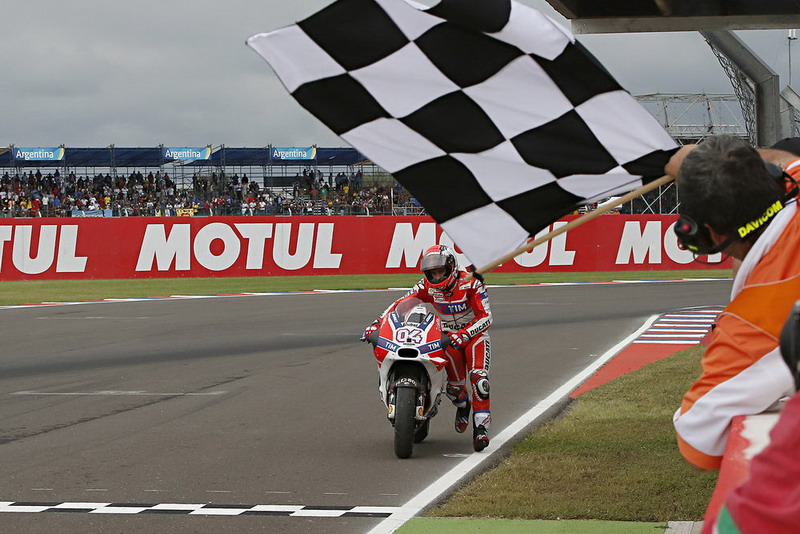 Dovizioso saat mendorong motor di GP Argentina. (Sportrider.com)