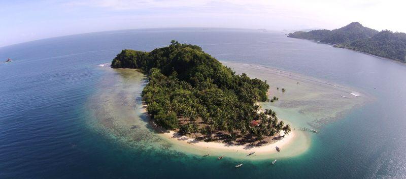 Keindahan Pantai dan Alam Bawah Laut di Pulau Pombo, Ambon
