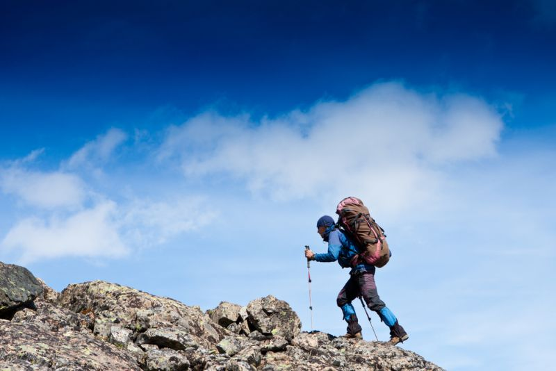 Selain Jaket dan Sleeping Bag, Ini Barang Pribadi Wajib untuk Naik Gunung