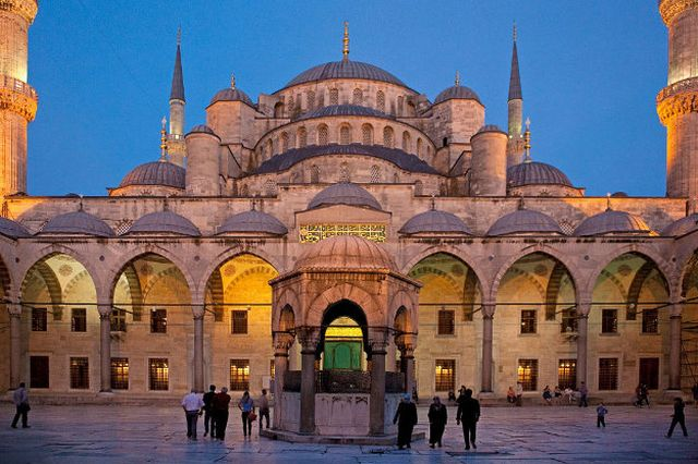 Direnovasi, Masjid Biru Istanbul Tetap Dibuka untuk Wisatawan