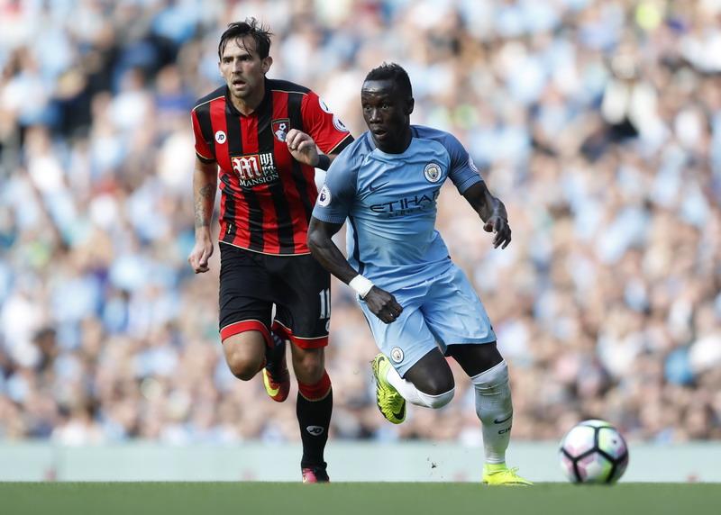 Sagna akan bikin repot pertahanan Chelsea. (Foto: REUTERS/Carl Recine)