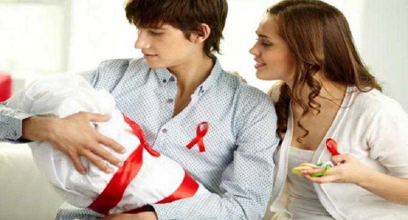 HARI AIDS SEDUNIA: 4 Hal Seputar Penularan HIV/AIDS dari Ibu ke Anak