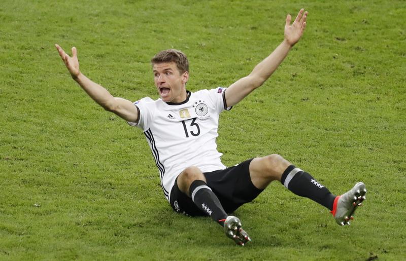 Muller disamakan dengan Ronaldo. (Foto: REUTERS/Charles Platiau)