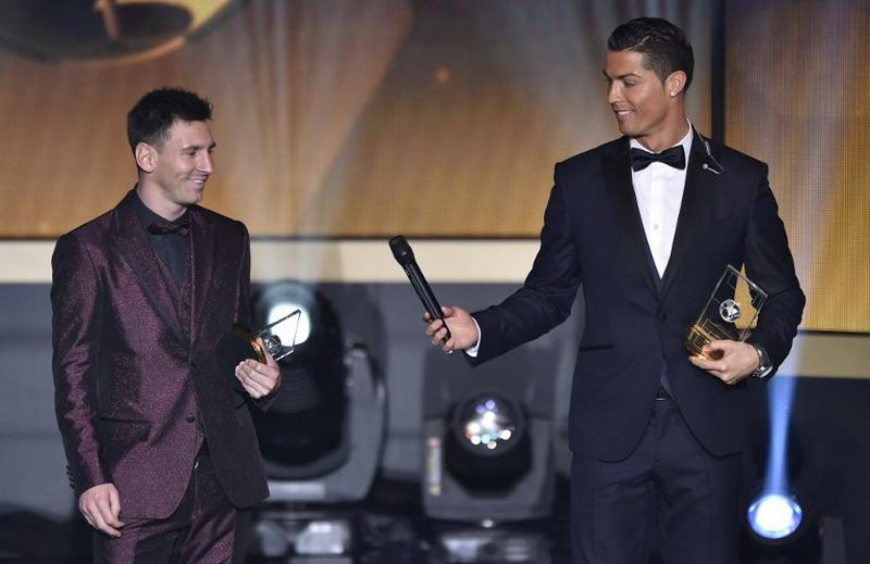 Ronaldo dan Messi kembali masuk nominasi. (Foto: AFP/Fabrice Coffrini)