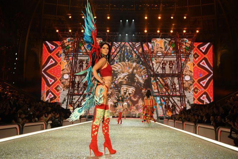 Bersayap, Penampilan Gigi Hadid dan Kendall Jenner di Victoria Secret Tuai Banyak Protes
