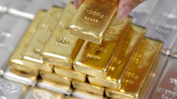 \Harga Emas Turun Jelang Pertemuan FOMC Desember\