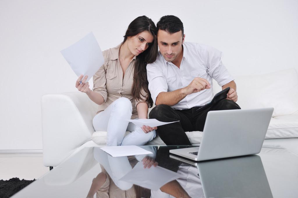 \Bolehkah Suami-Istri Bekerja di Kantor yang Sama?\