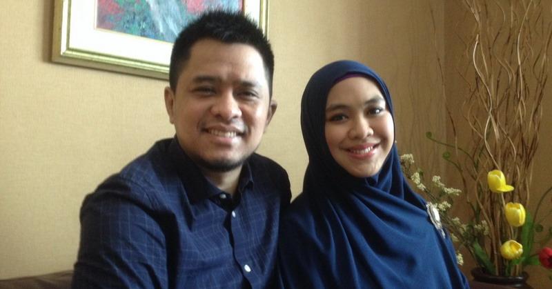 Oki Setiana Dewi dan Suami (Foto: Okezone)
