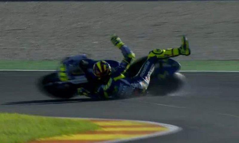 Rossi saat terjatuh dari sang kuda besi. (Foto: Twitter Crash)
