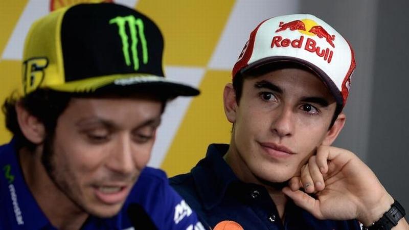 Valentino Rossi (kiri) dan Marc Marquez (Foto: AFP)