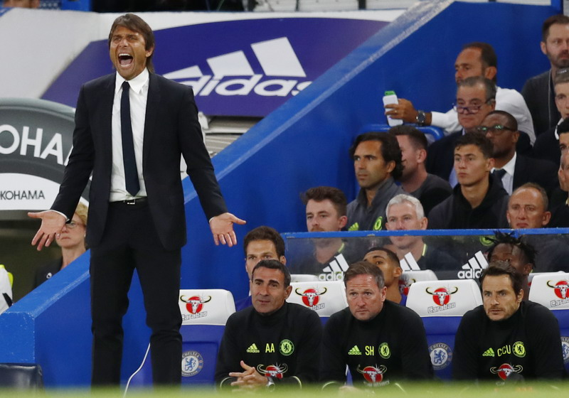 Conte tularkan kepercayaan dirinya kepada pemain. (Foto: REUTERS/Eddie Keogh)
