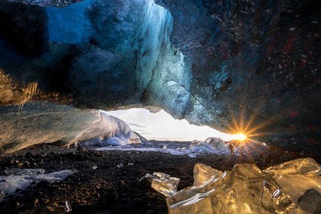 Menyaksikan Kemegahan Gua Es Terbesar di Eropa Sebelum Mencair