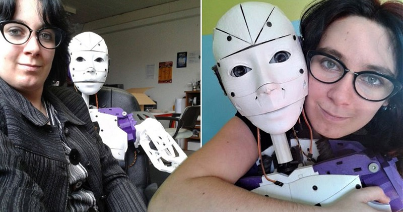 Image result for wanita prancis dengan robot