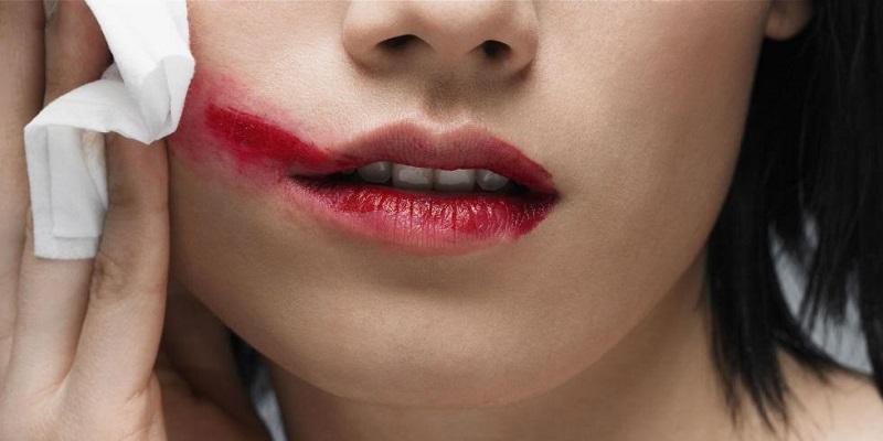 Lipstik Merah hingga Maskara Selalu Jadi Item Andalan Wanita