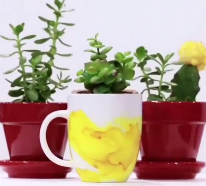 Yuk Hias Mug Polos Jadi Warna-warni untuk Menjamu Tamu di Rumah