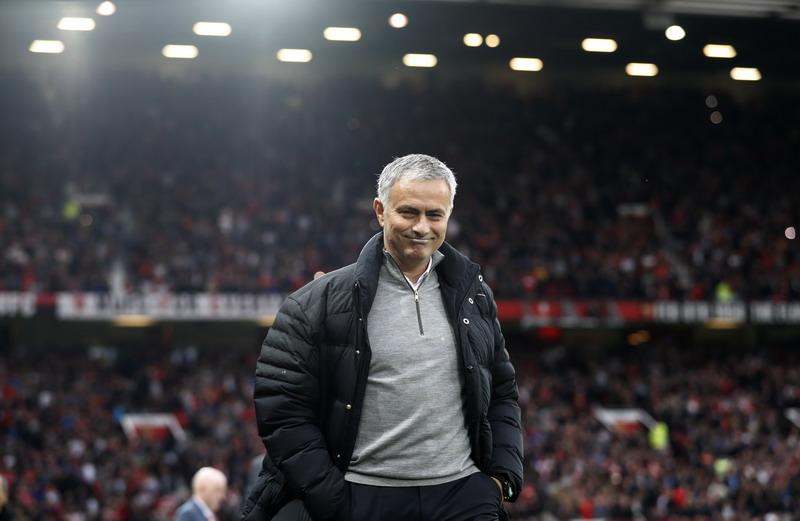 Mourinho langsung mengalihkan fokus. (Foto: REUTERS/Carl Recine)