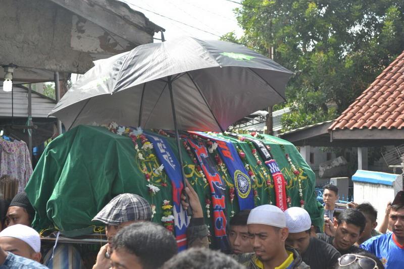 Jenazah Achmad Kurniawan saat ingin dimakamkan di TPU Kalisari. (Foto: Bagas/Okezone)
