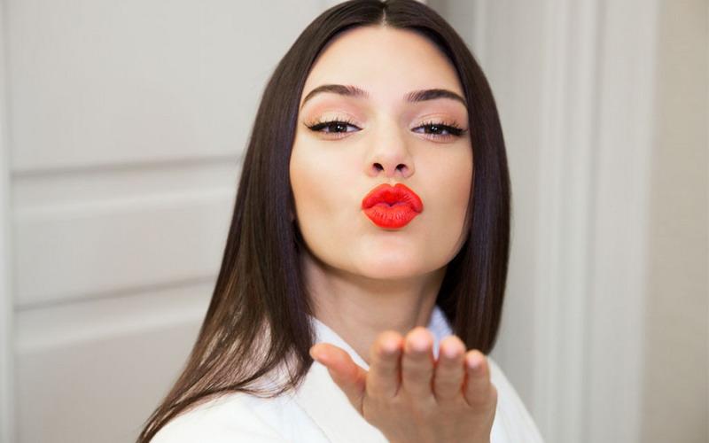 Kendall Jenner Sedih Bibir Sensualnya Dicibir Hasil Operasi Plastik